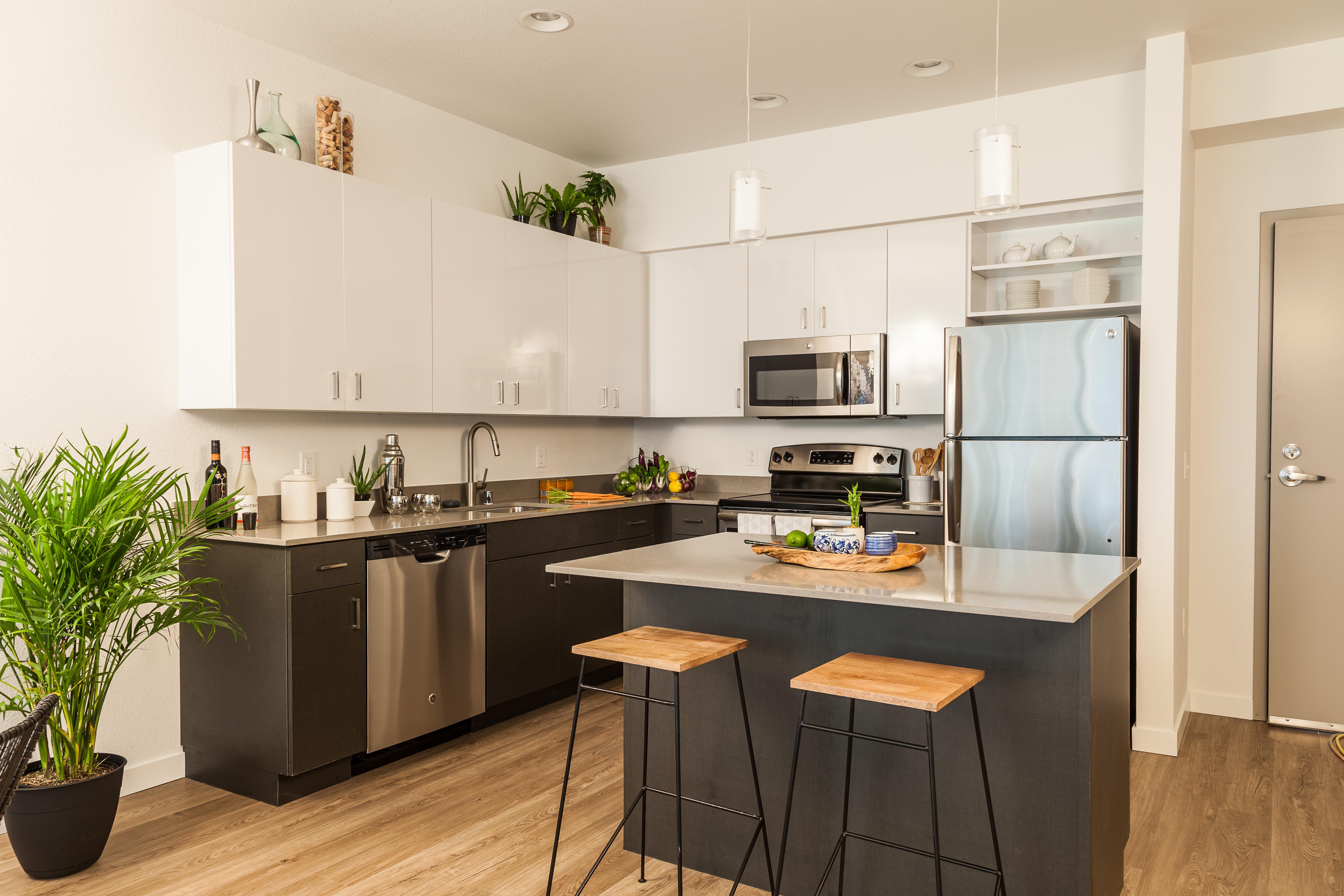 r novation d 39 int rieur le lavandou soci t crc carduccio. Black Bedroom Furniture Sets. Home Design Ideas